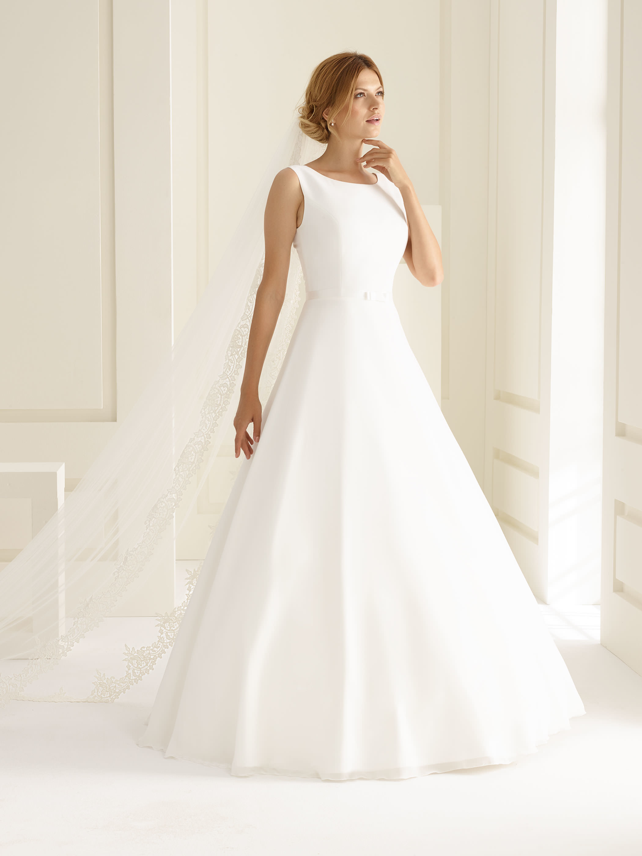 Schlichtes Brautkleid aus Chiffon  Samyra Fashion