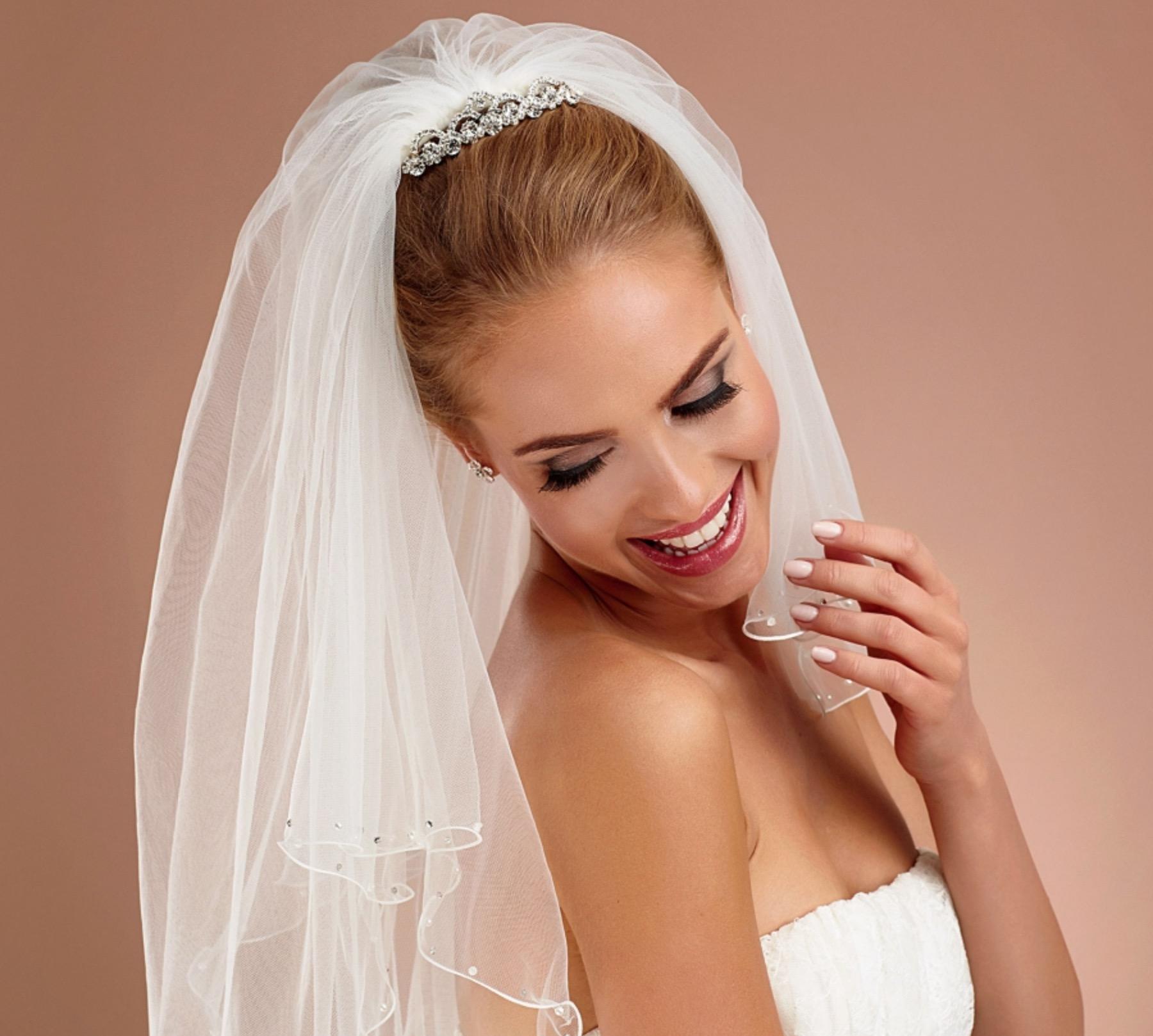 Brautfrisuren mit diadem und schleier